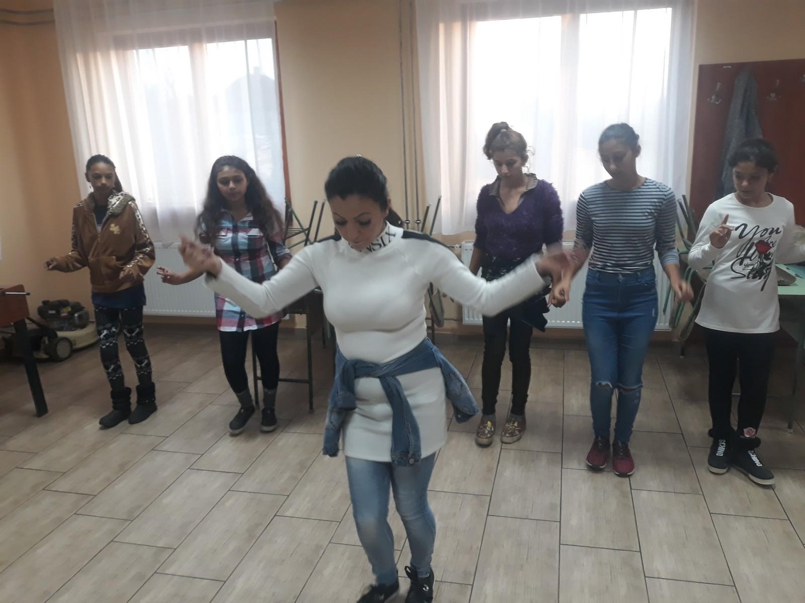 2018-11-17-Közös-tánc-cigánytánc_00005