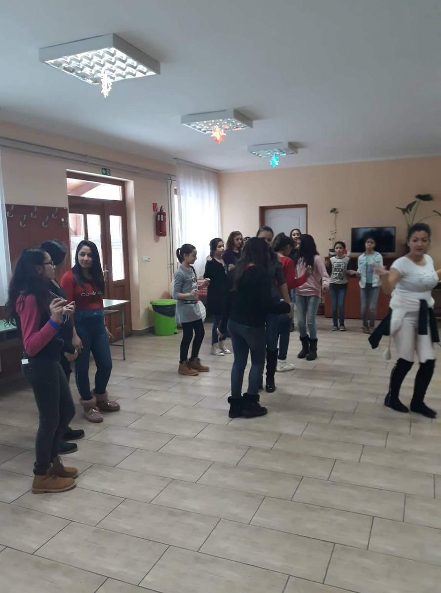 2018-12-10-Közös-kreatív-táncfoglalkozás_00001