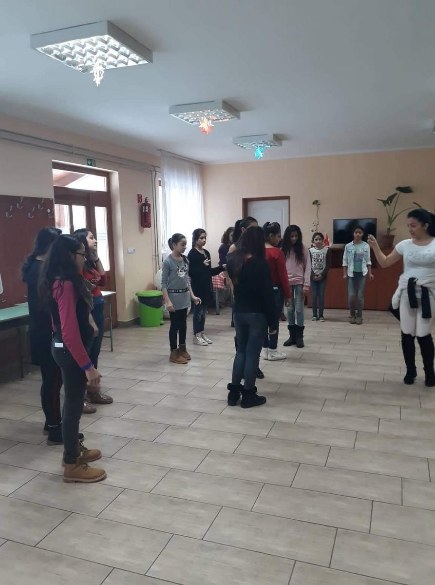 2018-12-10-Közös-kreatív-táncfoglalkozás_00003